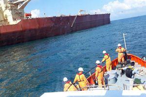 Cứu nạn một thủy thủ người Philippines từ ngoài khơi đưa vào bờ