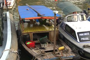 Xử lý nghiêm phương tiện đeo bám bán hàng rong trên vịnh Hạ Long