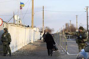 Ukraine cấm công dân Nga 16-60 tuổi nhập cảnh