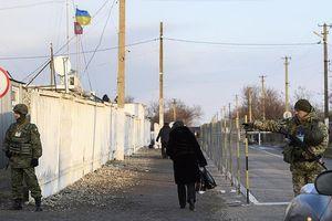 Ukraine cấm công dân Nga từ 16-60 tuổi nhập cảnh