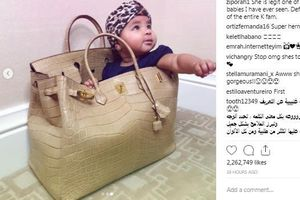 Khlóe Kardashian khoe ảnh con gái ngồi trong túi 70.000 USD