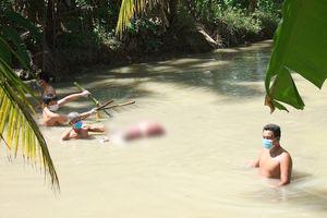 Người phụ nữ tử vong bị trói hai chân, dìm dưới mương nước