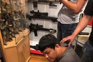 Bắt đối tượng mua bán súng, phát hiện kho vũ khí