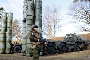 Đồng minh Mỹ loại USD khi mua vũ khí Nga