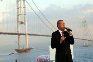 Ukraine muốn Thổ đóng eo biển Bosphorus để khóa Nga