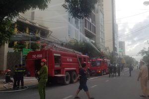 Phát hoảng khi cháy nhà hàng khu phố Tây