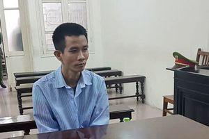 Lĩnh án giết người vì trút 'mưa dao' lên người đàn ông cởi trần trong phòng vợ