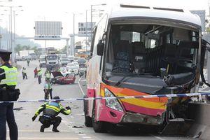 Xe buýt đâm taxi trên cao tốc Hong Kong, ít nhất 35 người thương vong