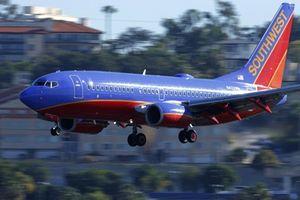 Hãng hàng không Mỹ xin lỗi vì nhân viên đùa cợt bé gái có tên Abcde