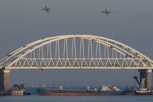 Ukraine cấm người nước ngoài đến Crimea bằng đường bộ theo lệnh thiết quân luật