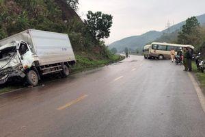 Xe khách 29 chỗ đấu đầu xe tải ở Cẩm Phả, 8 người bị thương