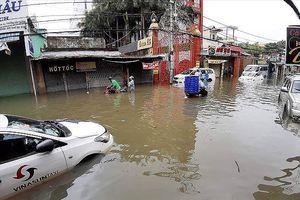TPHCM: Ngập nước, kẹt xe vì tiền… cất trong kho