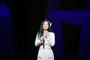Vừa ra viện, sức khỏe yếu nhưng Hồng Nhung vẫn hát hết mình gây xúc động