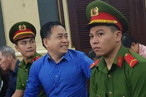 Vũ 'nhôm' khai mất ăn mất ngủ khi bị khởi tố cùng ông Trần Phương Bình
