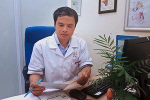 Người đàn ông tuổi 60 cầu cứu bác sĩ vì 'dại dột' trong phòng ngủ