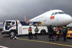 Vụ máy bay Vietjet trục trặc khi hạ cánh: 1 hành khách bị gãy đốt sống lưng