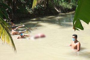 Phát hiện thi thể người phụ nữ bị trói 2 chân, chìm dưới mương nước