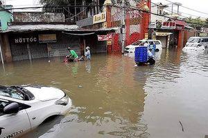 TP.HCM: Ngập nước, kẹt xe vì tiền… cất trong kho