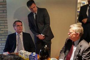 Cố vấn an ninh quốc gia Mỹ John Bolton thăm chớp nhoáng Brazil