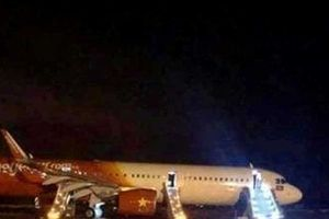 Vụ máy bay gặp sự cố: Tiếp viên liên tục thông báo hành khách phải giữ bình tĩnh
