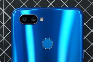 Ảnh chi tiết smartphone chip Helio P70 đầu tiên trên thế giới, giá 'mềm'