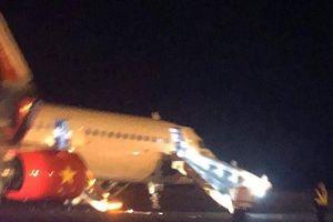 NÓNG: Vietjet Air lại gặp sự cố khi hạ cánh, nhiều người cấp cứu trong đêm