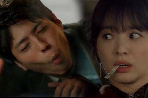 'Encounter' tập 2: Park Bo Gum siêu đáng yêu khi say, làm trò 'con bò' trên xe Song Hye Kyo rồi còn nhét tặng khô mực