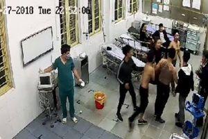 Khởi tố vụ côn đồ lao vào bệnh viện truy sát bệnh nhân ở Hà Nam