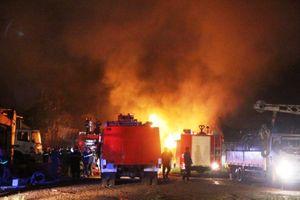 Đà Nẵng: Cháy kinh hoàng tại kho sơn trong KCN Hòa Cầm