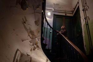 Chung cư ổ chuột nghiêng ngả tại Pháp phơi bày sự nghèo khó