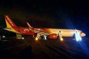 Máy bay Vietjet gặp sự cố khi tiếp đất, hàng trăm hành khách bỏ hành lý, nhảy cửa thoát hiểm