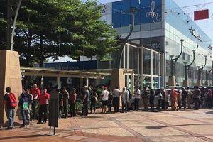 Malaysia bán vé bán kết AFF Cup ở trung tâm thương mại, 'cháy vé' sau 3 tiếng
