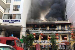 Nhà hàng ở Nha Trang cháy dữ dội, hàng chục thực khách Trung Quốc tháo chạy