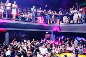 Hàng chục trai xinh gái đẹp phê ma túy nhảy múa như thiêu thân trong quán bar ở Sài Gòn