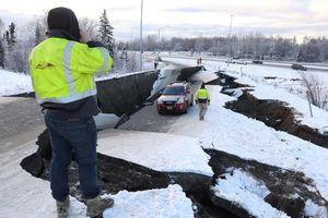 Động đất 7 độ rung chuyển bang Alaska, kích hoạt cảnh báo sóng thần