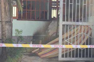 Người đàn ông chưa vợ, chết cháy trước cửa nhà