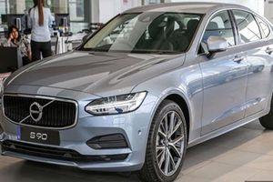 Ngắm Volvo S90 T5 Momentum gần 2 tỷ đồng