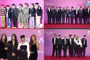 Dàn sao đổ bộ thảm đỏ Melon Music Awards 2018: Ai cũng diện đồ trắng đen riêng BTS 'tắc kè hoa' hết cỡ