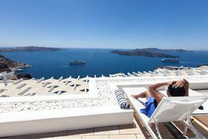 5 khách sạn tốt nhất dành cho tuần trăng mật ở đảo Santorini, Hy Lạp