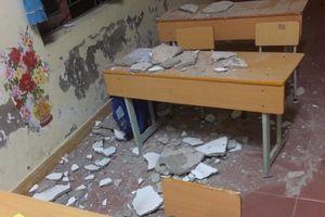 Đóng cửa toàn bộ khu nhà sau vụ 3 học sinh bị vữa trần nhà rơi trúng đầu