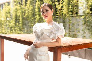 Dù bị bệnh nhưng Á hậu Diễm Trang vẫn đẹp rạng rỡ làm MC sự kiện