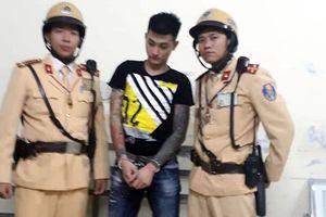 CSGT Hà Nội bắt nóng nhóm đối tượng bắt cóc con nợ ngay trên phố