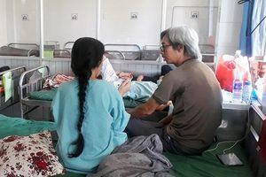 Trên đường dạy về, cô giáo dạy văn bị ném đá vào mặt phải cấp cứu