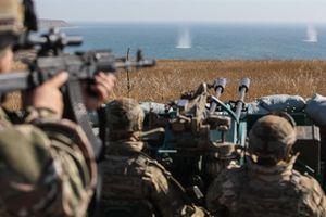 Ông Poroshenko thúc quân tập trận dọc Azov