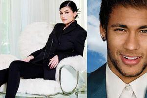 Sao nữ kiếm tiền 'khủng' gấp đôi chân sút nghìn tỷ Neymar
