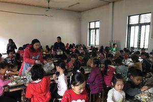 Nâng bước học sinh DTTS nghèo tới lớp