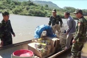 Bắt hai vụ vận chuyển gần 400 kg pháo lậu qua biên giới ở Quảng Trị