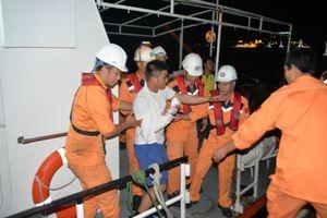 Cứu nạn thuyền viên người Philippines