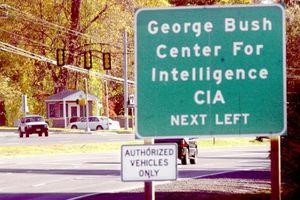 4 di vật kể lại cuộc đời cố Tổng thống Mỹ George Bush 'cha'