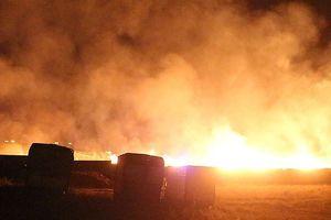 Xưởng gỗ 1.000m2 bất ngờ bốc cháy, cư dân tháo chạy trong đêm